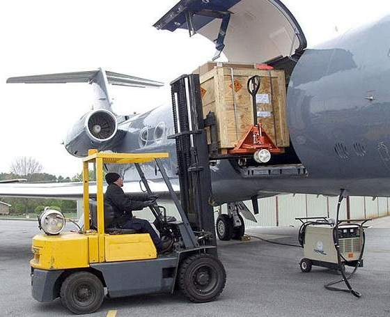 Какие факторы определяют стоимость доставки грузов самолётом
